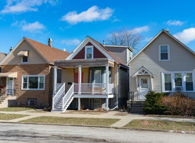 Image of three Chicago homes lining a residential street.